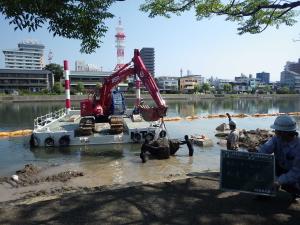 組立式自航艇による水上施工工事